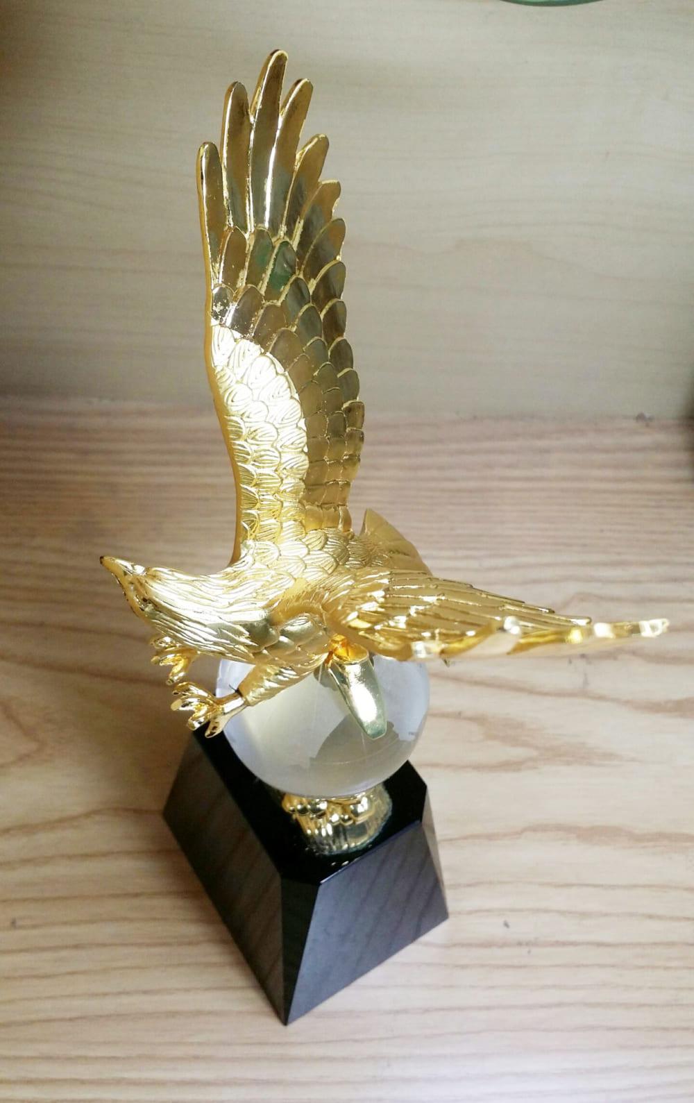 đại bàng mạ vàng